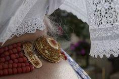 Bloedkoralen halsketting met slot. Beeld Niek Stam/arnemuiden