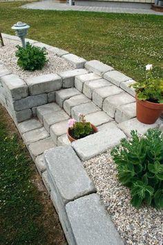 jardin-rocaille-escalier-marches-pierre-bloc-béton