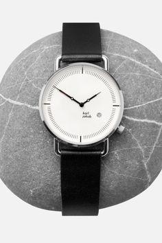 Steht dem Stein ganz gut, die KARL JAKOB VELDT. Nackter Purismus in Gestalt einer angenehm schlichten Armbanduhr. REGISTRIERE dich und erfahre zuallererst vom Verkaufsstart auf www.karljakob.com