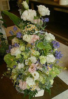 花ギフトのプレゼント【BFM】 トルコキキョウの優しいハーモニーそんなフラワーアレンジメント http://www.basketflowermarkets.com