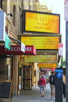 NYC, Style and a little Cannoli: A Visit to Broadway New York City and Help Save Cafe Edison!