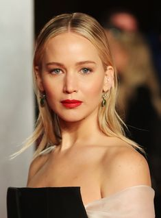 Jennifer Lawrence Reveals She Left School At 14 To Be An Actress & Never Went Back http://r29.co/2ChWU6d
