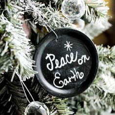 Create your own Chalkboard Mason Jar Lid Ornaments by upcycling your old & used canning lids & rings!
