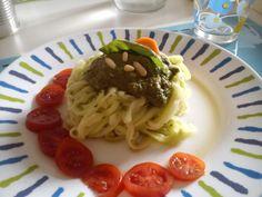 Spaghetti crudisti di zucchine