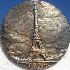 """LAST ONE!! RARE!""""EIFFEL TOWER"""" PARIS FRANCE~1940s VINTAGE ANTIQUE PICTURE BUTTON"""