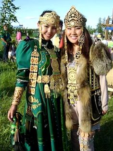 Yakut festival Ysyakh, Republic of Sakha (Yakutia) in the Russian Federation. I've always wanted to go to Yakutia Traditional Fashion, Traditional Dresses, Folk Clothing, Folk Costume, World Cultures, Looks Cool, Ethnic Fashion, People Around The World, Costumes For Women