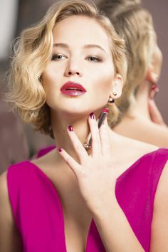 Try not to get hypnotized by this video of jennifer lawrence putting on lipstick Jennifer Lawrence Tumblr, Jenifer Lawrens, Blond, Jennifer Laurence, Rose Fushia, Magenta, Bridesmaid Hair Updo, She's A Lady, Braut Make-up