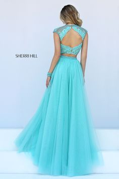Sherri Hill dresses are designer gowns for television and film stars. Find out why her prom dresses and couture dresses are the choice of young Hollywood. Sherri Hill Prom Dresses, Homecoming Dresses, Crop Top Design, Pretty Dresses, Beautiful Dresses, Prom Dress Couture, Stylish Dress Designs, Lace A Line Dress, Beaded Prom Dress