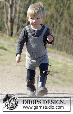 The Little Lumberjack playsuit for babies/toddlers by DROPS Design. Free knitting pattern