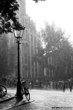 Rainy Sunday in Amsterdam Cognac and Coffee : Photo René Mens Photography Rainy Mood, Rainy Sunday, Rainy Night, Walking In The Rain, Singing In The Rain, Rain Photography, Street Photography, Smell Of Rain, I Love Rain