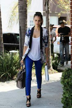 Blue royal skinny with printed blazer- Jessica Alba street style 49e60e8123
