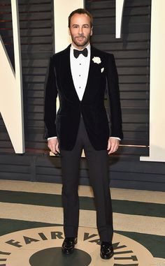 Tom Ford from 2017 Vanity Fair Oscars After-Party - Tuxedo - Ideas of Tuxedo - Tom Ford from 2017 Vanity Fair Oscars After-Party The designer and director looked sleek and chic in a black velvet tuxedo jacket. Tom Ford Suit, Tom Ford Men, Tom Ford Tuxedo, Tuxedo Wedding, Wedding Suits, Mens Fashion Suits, Mens Suits, Black Velvet Suit, Velvet Jacket Men
