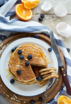 Pancakes with oatmeal and yogurt Crepes And Waffles, Pancakes, Healthy Diners, Good Food, Yummy Food, Diy Food, Healthy Desserts, Low Carb Recipes, Breakfast Recipes
