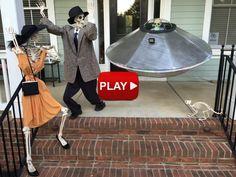 Flying-Saucer Alien Halloween, Halloween Skeletons, Halloween 2018, Halloween Projects, Halloween House, Halloween Stuff, Halloween Ideas, Halloween Costumes, Skeleton Decorations