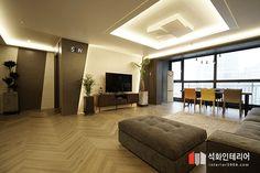인더스트리얼인테리어 - 수영구 민락 롯데캐슬자이언트 45평 리모델링 / 무게감이 느껴지는 모던인테리어, 간접조명 활용 : 네이버 블로그 Room Interior, Living Room Designs, Conference Room, Divider, Floor Plans, Minimalist, Flooring, Table, Furniture