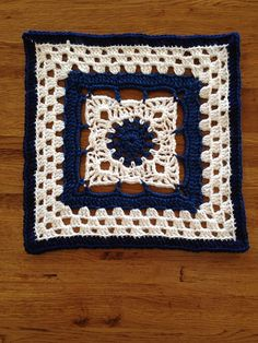 "Day 29: 12"" Block of the Day - Arches Square by Dayna Audirsch Free Pattern ✿⊱╮Teresa Restegui http://www.pinterest.com/teretegui/✿⊱╮"