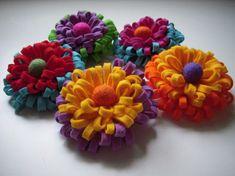 Cut this from wool fabric, then felt? Felt Crafts Diy, Leaf Crafts, Felt Diy, Flower Crafts, Fall Crafts, Fabric Crafts, Felt Flowers, Diy Flowers, Fabric Flowers