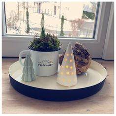 minimalist christmas decoration at Dorfchalets Chalet Style, Minimalist Christmas, Less Is More, Christmas Decorations, Holiday, Kaprun, Cottage House, Vacation, Vacations