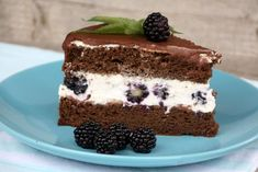 Čokoládovo smotanová torta s černicami, recept | Tortyodmamy.sk Sweet Recipes, Tiramisu, A Food, Cooking, Ethnic Recipes, Mascarpone, Kitchen, Tiramisu Cake, Brewing