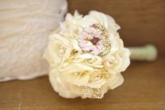 I like the fresh flowers mixed with glitter, brooches, and pearl pins.