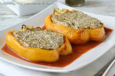 I peperoni ripieni con ricotta e tapenade alle olive nere è un secondo piatto semplice e gustoso da servire caldo o da consumare anche freddo.