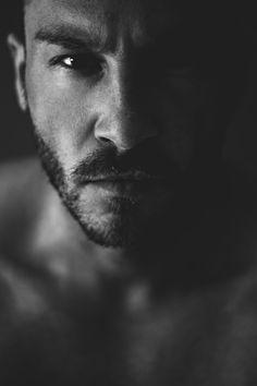 Male Portrait  Schwarz-Weiß Selbstportrait bei natürlichem licht.   Daniel Rödel