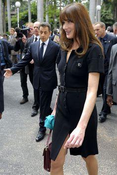 Slideshow: Carla Bruni's Best First Lady Moments - The Cut Givenchy, Valentino, Carolina Herrera, Elsa Peretti, Work Fashion, Star Fashion, Carla Bruni Sarkozy, Karl Lagerfeld, Parisian Chic Style