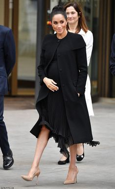 pregnancy outfits casual 302233824992370793 - Meghan Markle Style – Best Looks of Her! Stylish Maternity, Maternity Wear, Maternity Dresses, Maternity Fashion, Pregnancy Fashion Summer Casual, Estilo Meghan Markle, Meghan Markle Stil, Prinz Harry Meghan Markle, Maternity Outfits