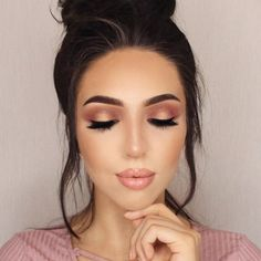 """What's poppin ❤ Foundation: @toofaced born this way Contour and Highlight: @tartecosmetics Pro Glow Palette @benefitcosmetics dew the hoola liquid bronzer Brows: @anastasiabeverlyhills brow wiz in medium brown and waterproof creme color in sable Eyes: @tartecosmetics amazonian clay palette """"innocent"""", """"whimsy"""", """"mod"""", """"ethereal"""" Lips: @anastasiabeverlyhills """"Kristen"""" lip gloss mixed with @gerardcosmetics """"Angeles"""" lip creme"""
