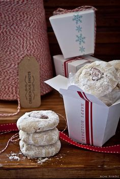 Free Christmas PDF gift box. Very cute 'Chinese takeout' style paper box, for awesome wrapping, baked goods?!