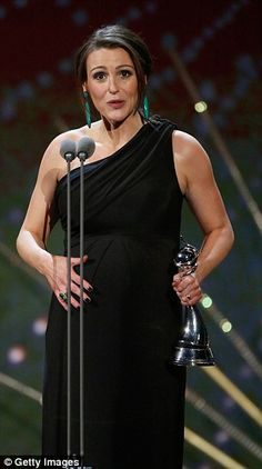 Chuffed: Suranne looked honoured as she picked up the award for Best Drama Performance. National Tv Awards, Pregnancy Doctor, Dr Foster, Suranne Jones, Cigars And Women, Gentleman Jack, Best Dramas, Coronation Street, Tv Presenters
