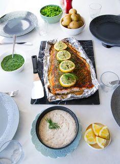 Helstekt lax i ugn är så gott och smidigt att laga, den blir saftig och sköter sig själv i ugnen. Praktisk och festlig vardagsmat