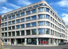 Berlin,_Mitte,_Engeldamm,_Verbandshaus_des_Deutschen_Verkehrsbundes_04.jpg 2,858×2,060 pixels