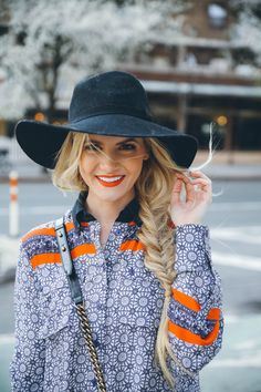 Balcony Shopping - Barefoot Blonde by Amber Fillerup Clark