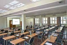 Raum London: Tagen über den Dächern Berlins:  Je nach Bestuhlung ist im Raum Platz für bis zu 200 Personen. Der Raum  verfügen über modernste Technik und große Fenster mit Tageslicht.