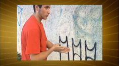Mãe obriga filho pichador a limpar parede, filma e publica nas redes sociais - Vídeos - R7