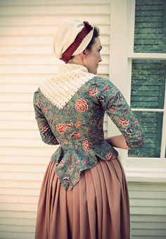 Gonna con caraco fichu e copricapo 18th Century Dress, 18th Century Costume, 18th Century Clothing, 18th Century Fashion, 19th Century, Historical Costume, Historical Clothing, 1700s Dresses, Victorian Dresses