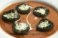 Shaam Savera - Spinach koftas cooked in tomato gravy