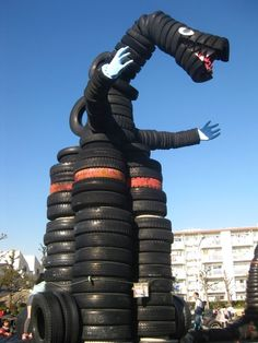 Tire Godzilla in the vintage Nishi Rokugo Koen playground, between central Tokyo and Kawasaki. Click image for fully-illustrated description and visit the slowottawa.ca boards >> www.pinterest.com/slowottawa