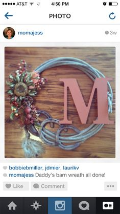 Horse shoe western wreath - move the monogram over Horseshoe Projects, Horseshoe Crafts, Horseshoe Art, Horseshoe Ideas, Western Crafts, Rustic Crafts, Western Decor, Cowboy Crafts, Rope Crafts