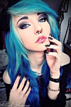 I Think she is beautiful Pretty Emo Girls, Beautiful Boys, Beautiful People, Blue Green Hair, Ema, Emo Scene Hair, Scene Girls, Crazy Hair, Body Mods