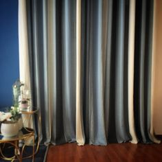 Solvig de Saum und Viebahn. #cortinas #cortines #visillos #interiors #interiores #decor #homedecor #homedesign #decoracio #decoracion #azules #blaus #blueonblue #stripes #linen #ontariofabrics #ontario #fabrics #saum #sabadell #barcelona
