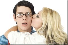 Chicas: 12 razones por las que amarán salir con un nerd - http://panamadeverdad.com/2014/08/02/chicas-12-razones-por-las-que-amaran-salir-con-un-nerd/