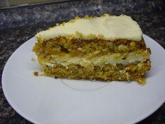 Mrkvový dort s tvarohovým krémem   recept. Mrkev je jednou ze zelenin, kterou lze sehnat celoročně, lze ji poměrně snadno skladovat a