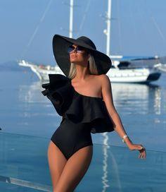 Shop stylish women's swimwear at FABKINI & find tankinis, bikinis, one-piece swimsuits, monokinis & more. Look Fashion, Girl Fashion, Fashion Outfits, Womens Fashion, Luxury Fashion, Fashion Black, Fashion Brands, Paris Chic, Bikini Sets