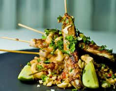 Even Ramsviks sataykylling på 20 minutter. Satay chicken in 20 minutes Chicken Satay, Asian Recipes, Ethnic Recipes, Tex Mex, Couscous, Food Styling, Tapas, Side Dishes, Food Porn