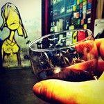 ...e ora pausa. Anche questa è cultura, popolare, ma sempre cultura! Vino...è sul muro lavoro di qualche anno fa di #kemnyrandom, artista street di livello internazionale. #nottebiancatw #invasionidigitali #laculturanondormemai #venetodigitale