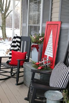 RedBlackWhiteOutdoorChristmasSign thumb Outdoor Christmas Decorating: Sharpie Art Tree Sign