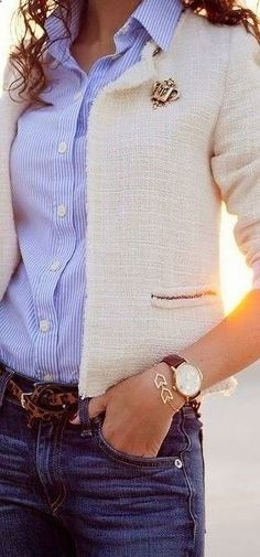 If you are not sure on what you want to year at the office during this season get inspiration from the following images of chic fall outfits with pants for the office.