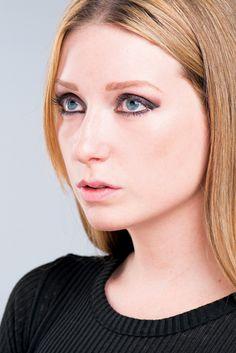 Portrait posing tricks: angle the head